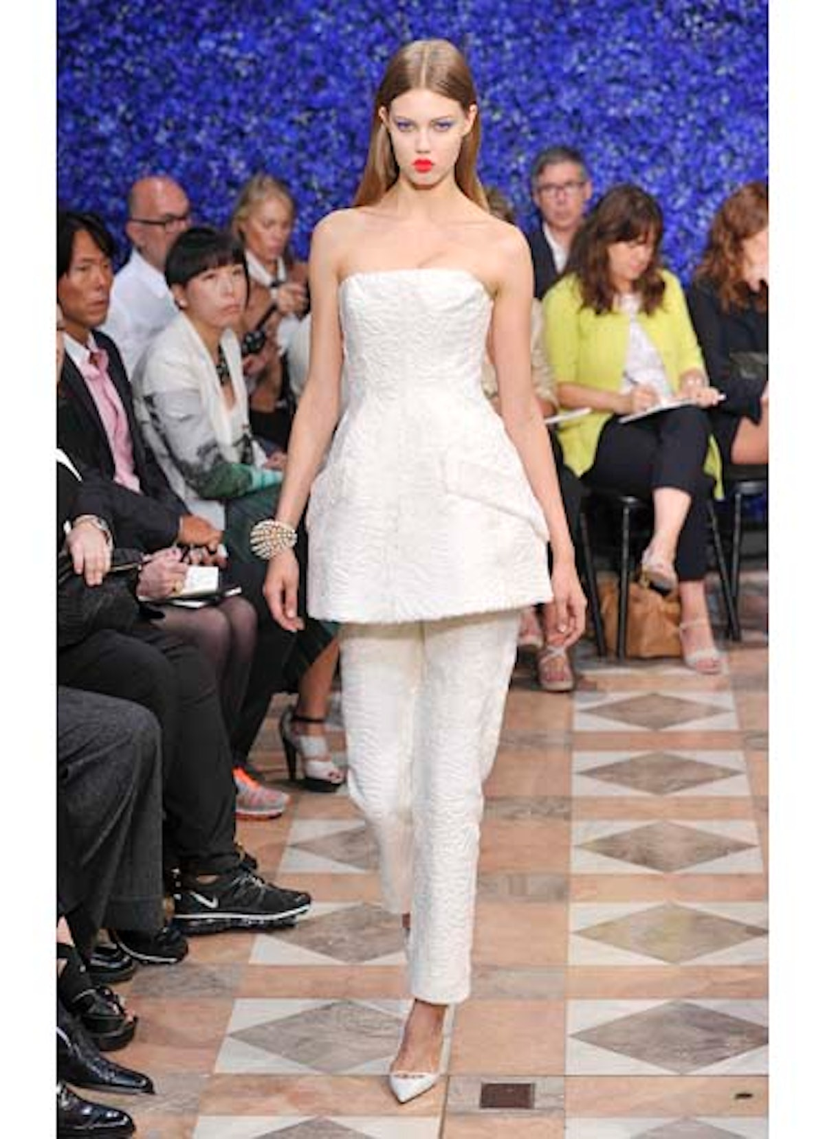 fass-dior-couture-2012-runway-17-v.jpg