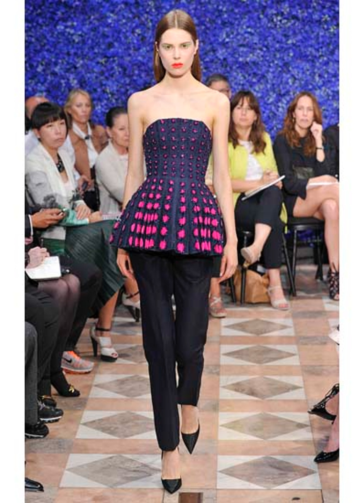 fass-dior-couture-2012-runway-23-v.jpg