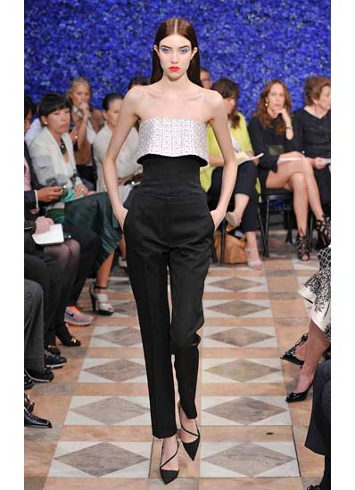 fass-dior-couture-2012-runway-24-v.jpg
