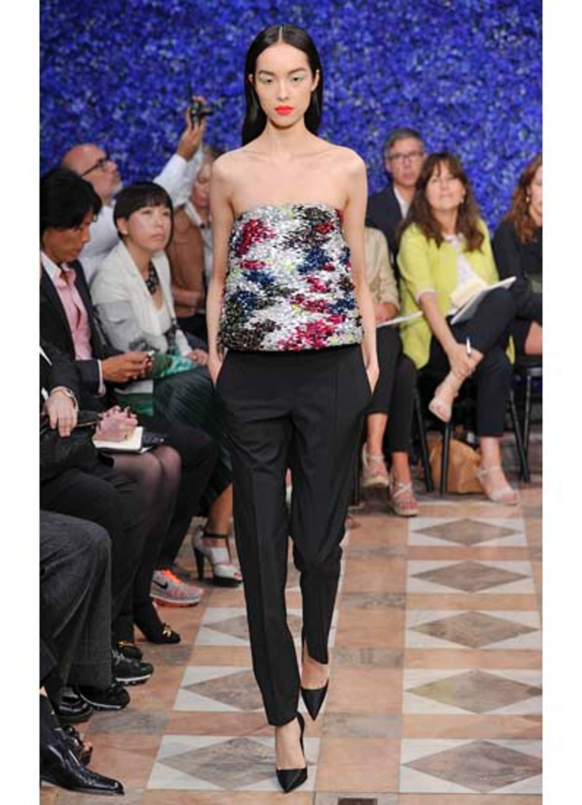 fass-dior-couture-2012-runway-26-v.jpg