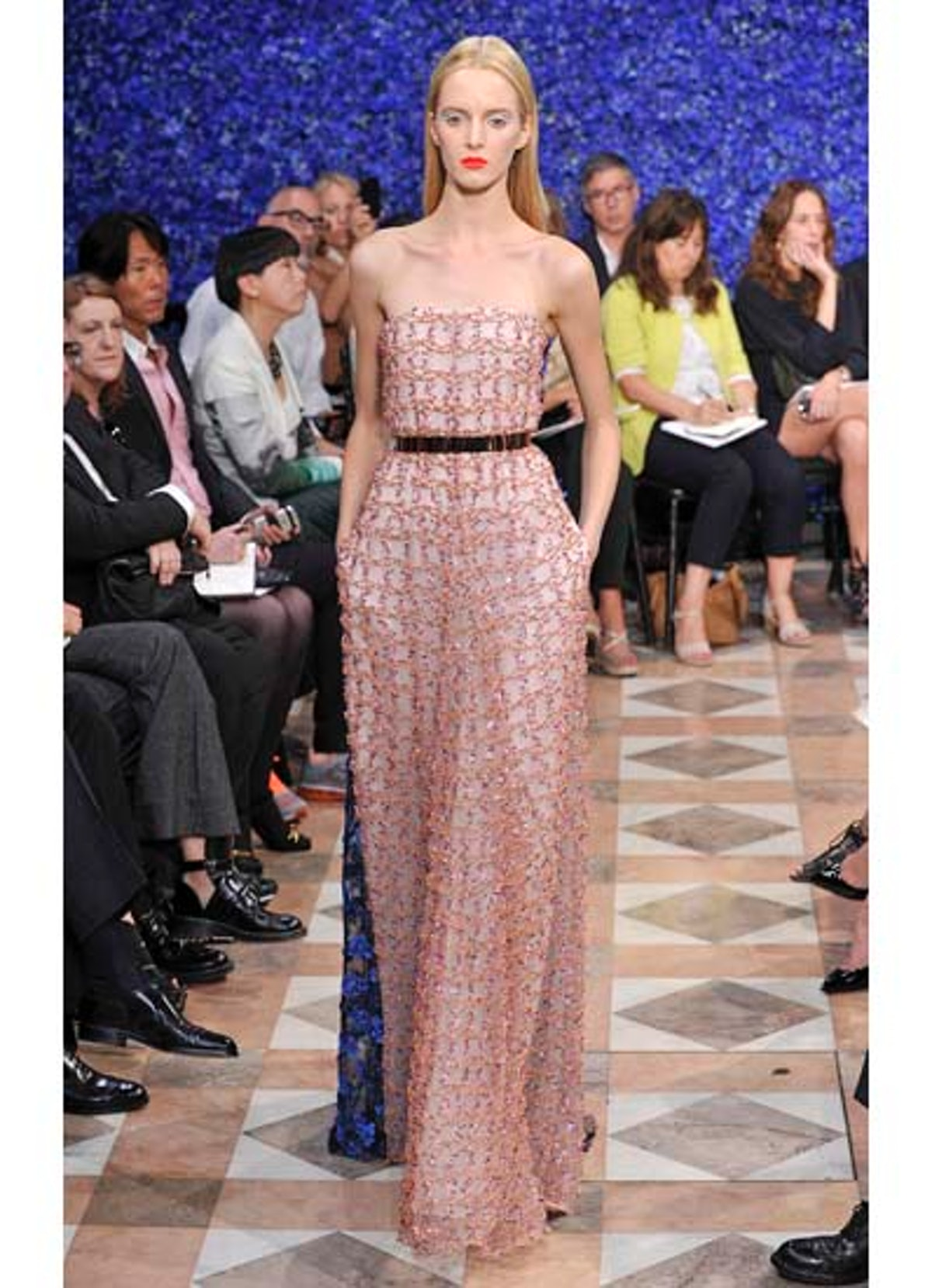 fass-dior-couture-2012-runway-54-v.jpg
