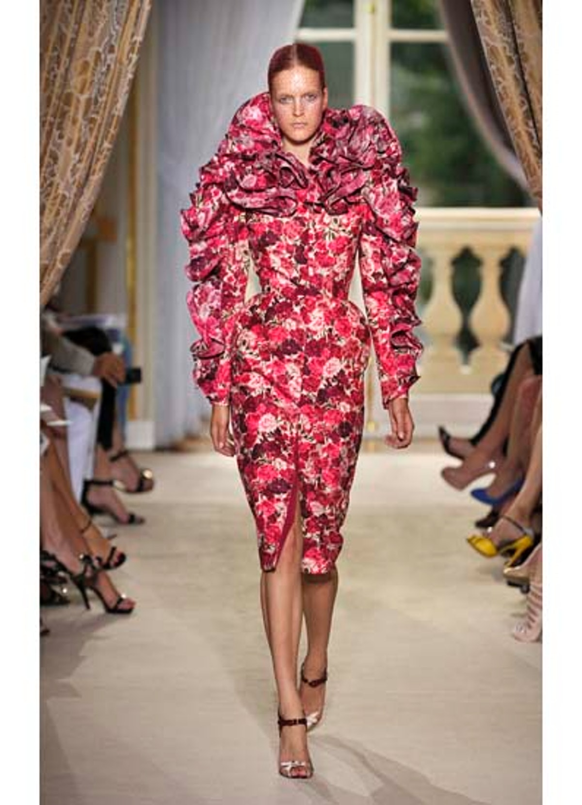 fass-giambattista-valli-couture-2012-runway-11-v.jpg