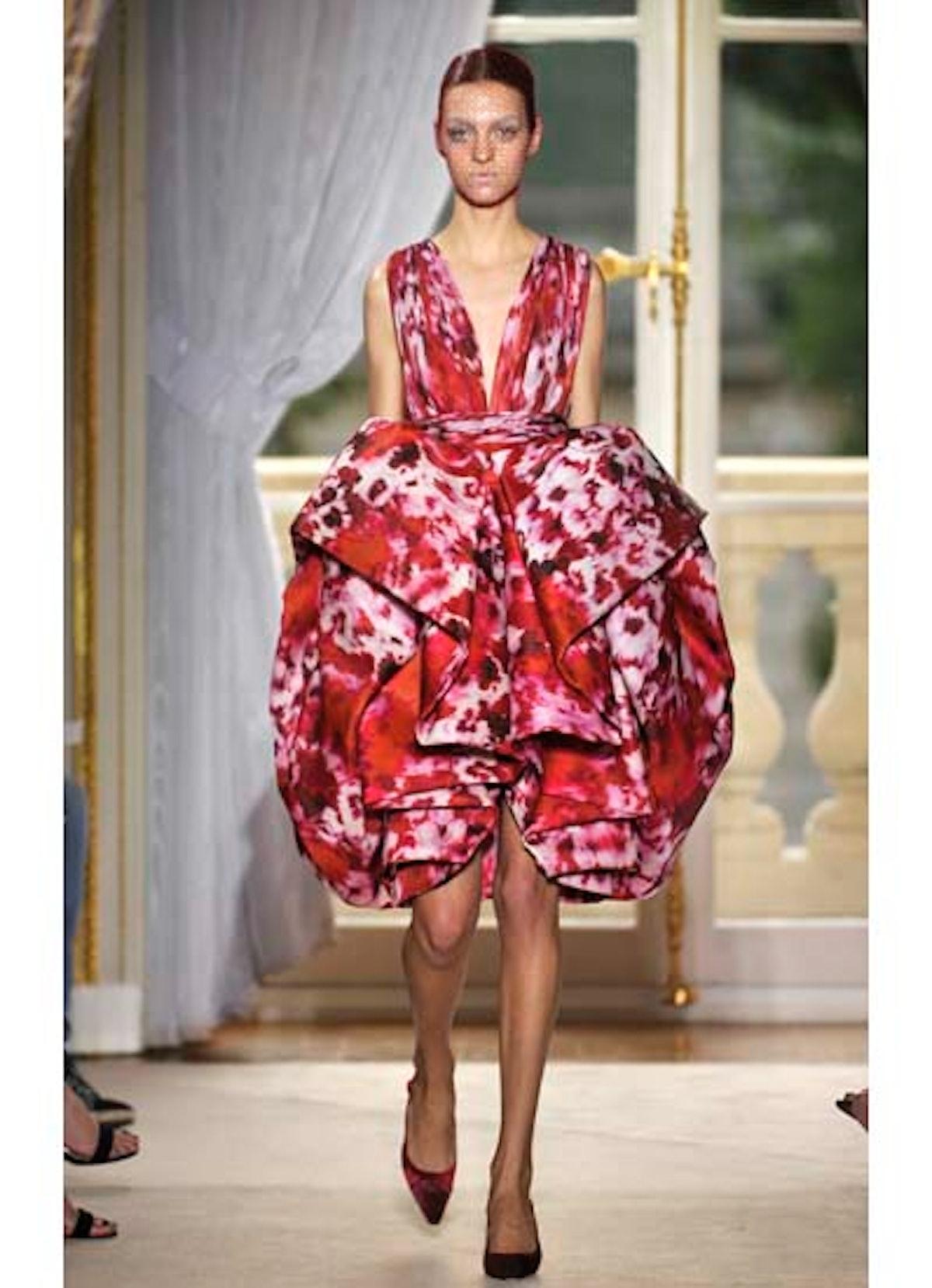fass-giambattista-valli-couture-2012-runway-09-v.jpg