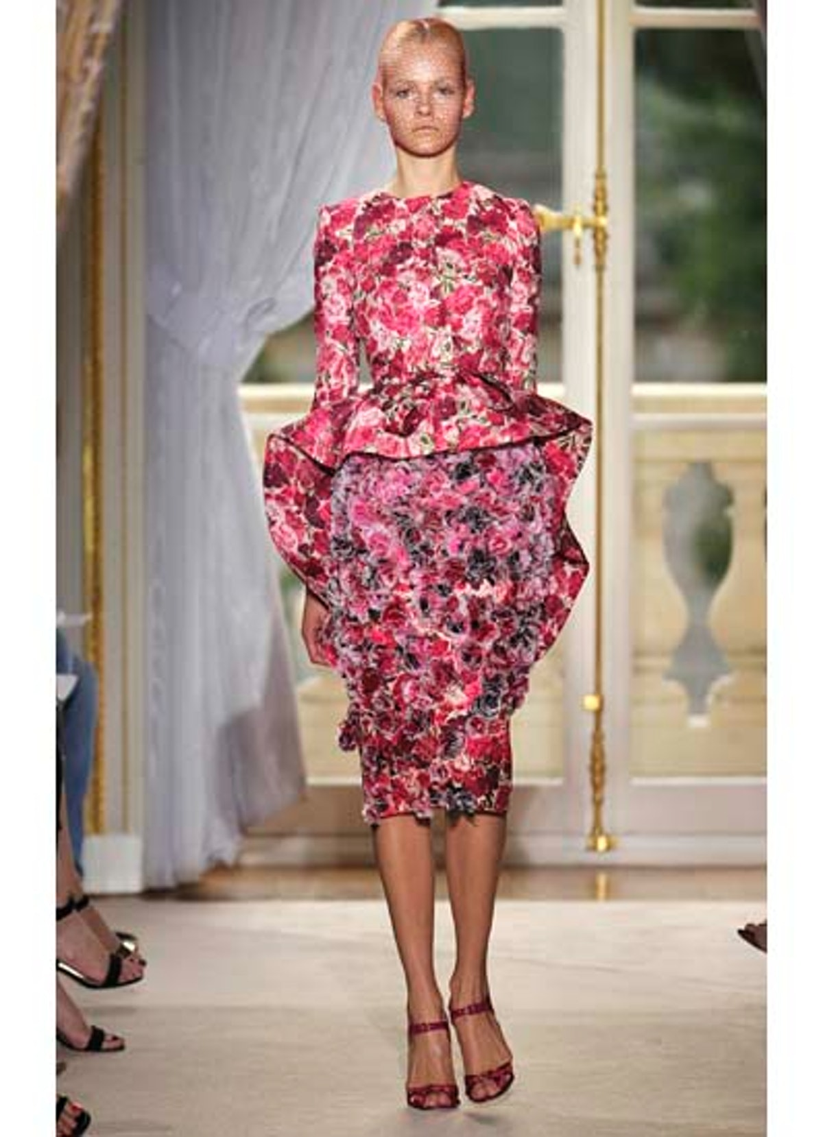 fass-giambattista-valli-couture-2012-runway-13-v.jpg