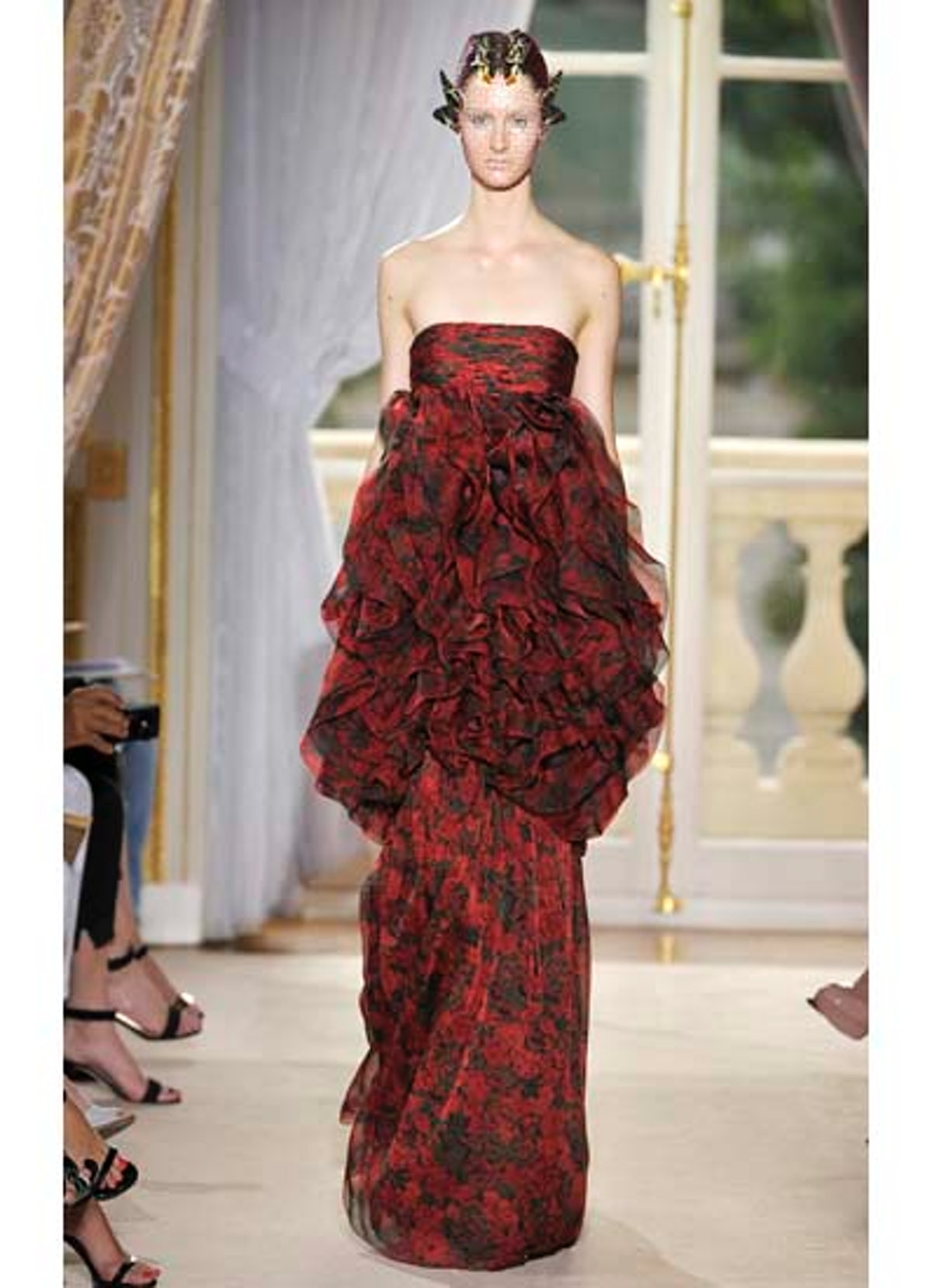 fass-giambattista-valli-couture-2012-runway-18-v.jpg