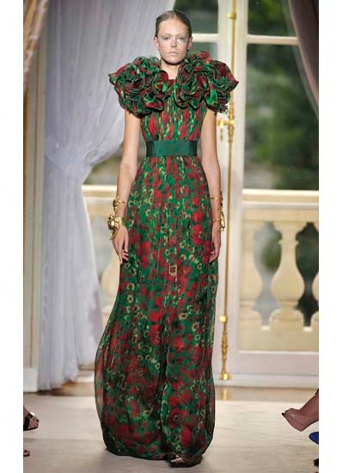 fass-giambattista-valli-couture-2012-runway-17-v.jpg