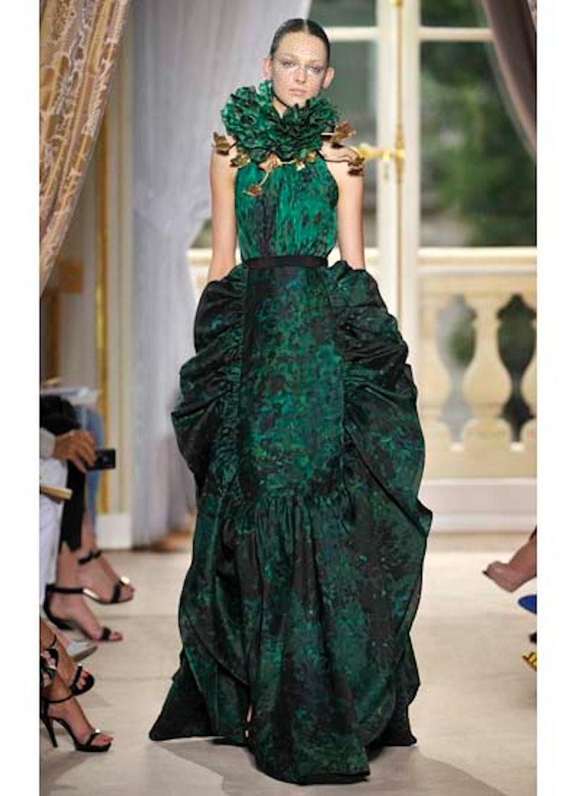 fass-giambattista-valli-couture-2012-runway-19-v.jpg