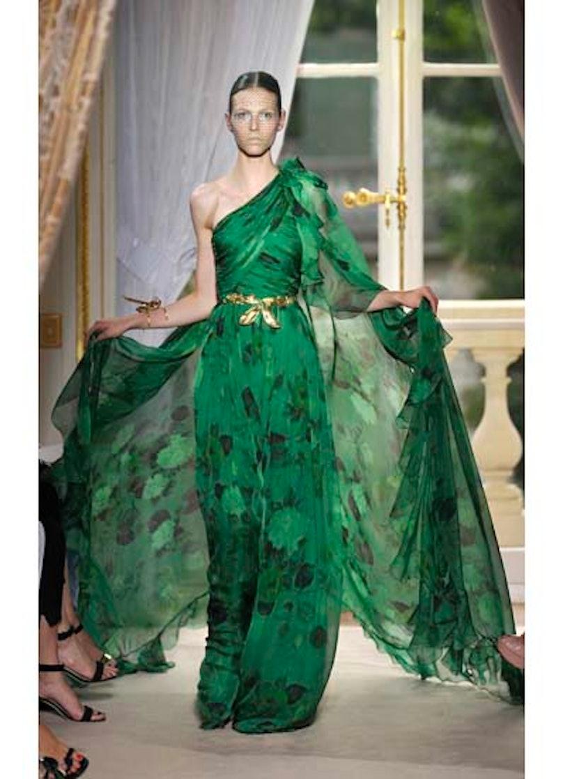 fass-giambattista-valli-couture-2012-runway-21-v.jpg