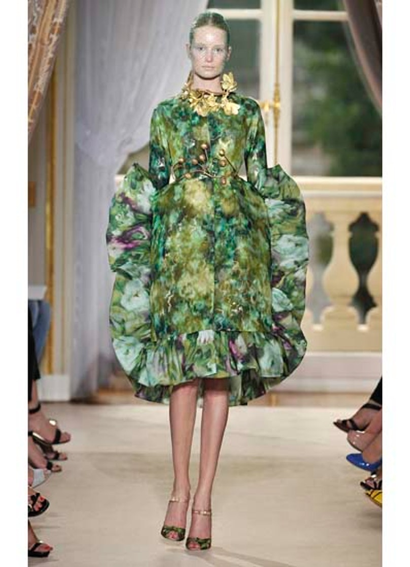 fass-giambattista-valli-couture-2012-runway-28-v.jpg