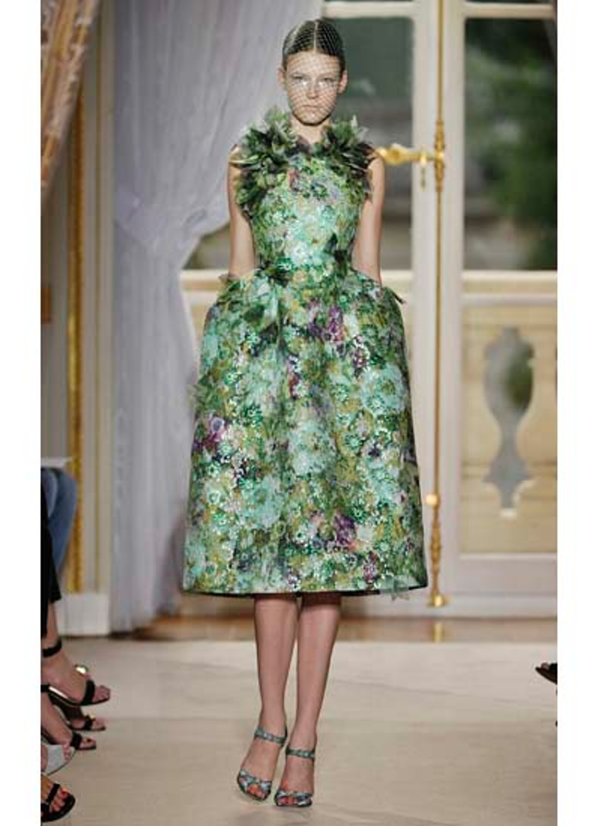 fass-giambattista-valli-couture-2012-runway-27-v.jpg