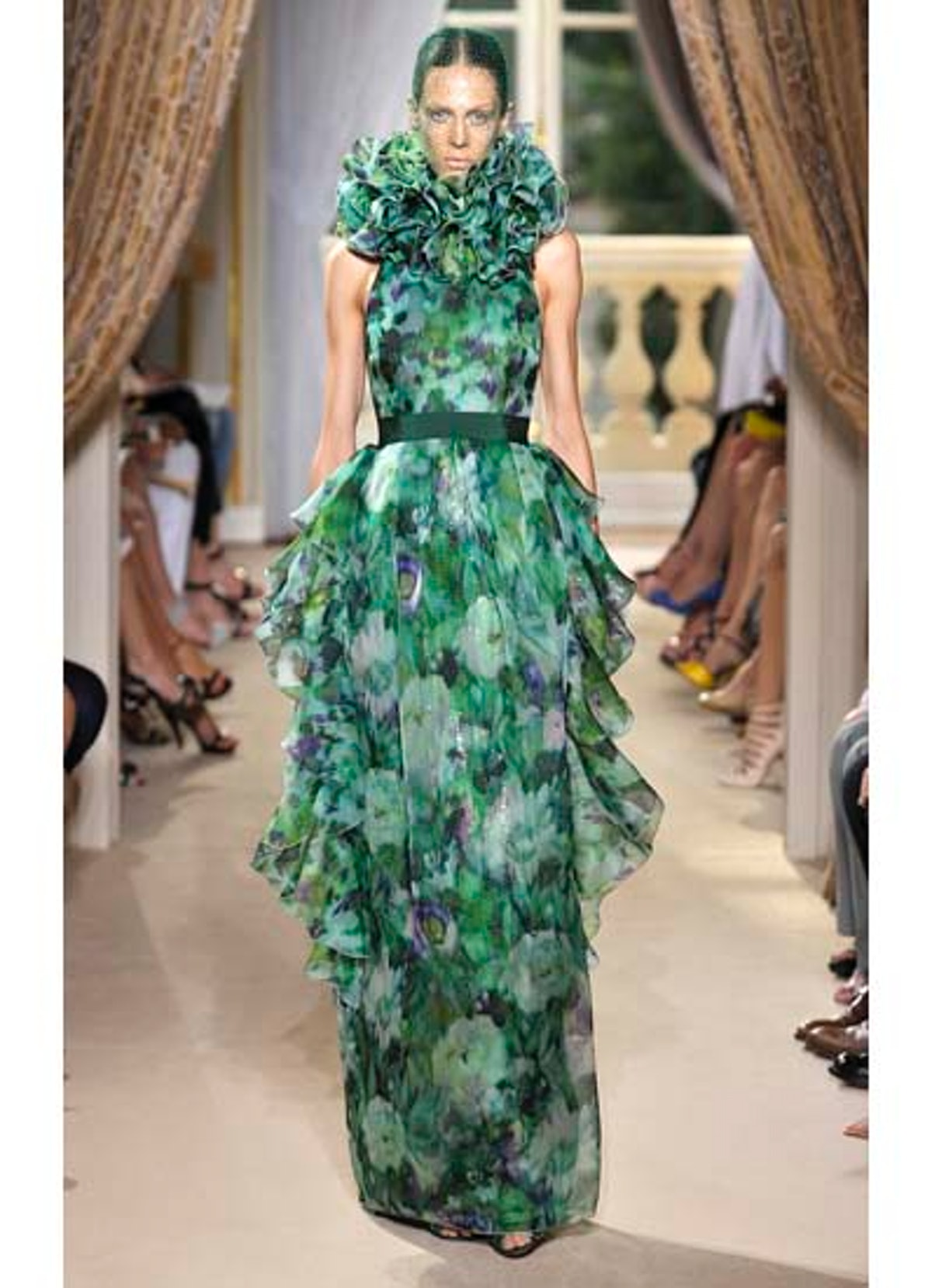 fass-giambattista-valli-couture-2012-runway-34-v.jpg