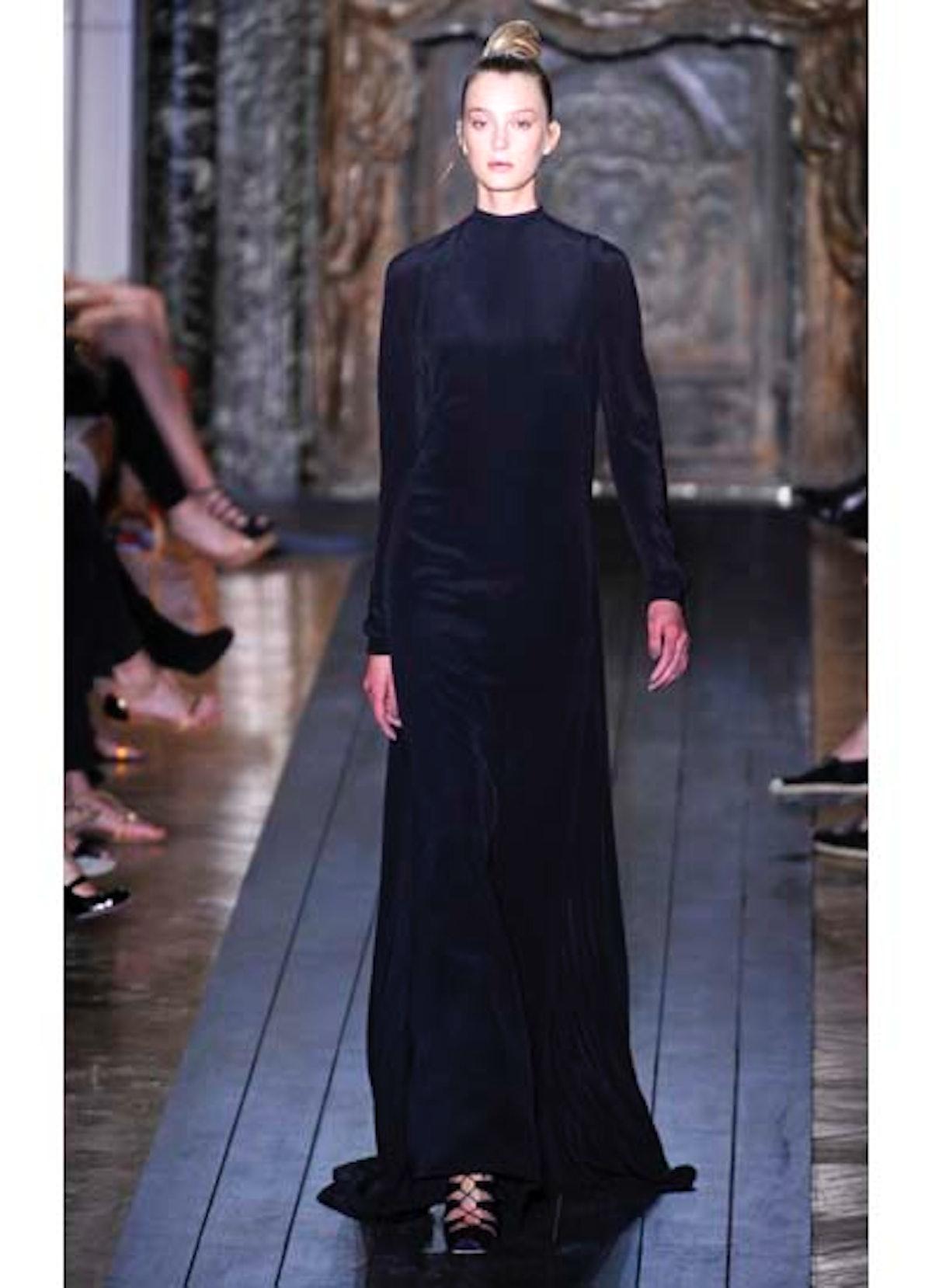 fass-valentino-couture-2012-runway-12-v.jpg