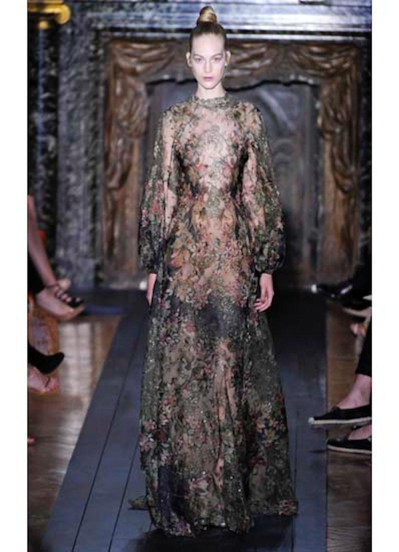 fass-valentino-couture-2012-runway-14-v.jpg