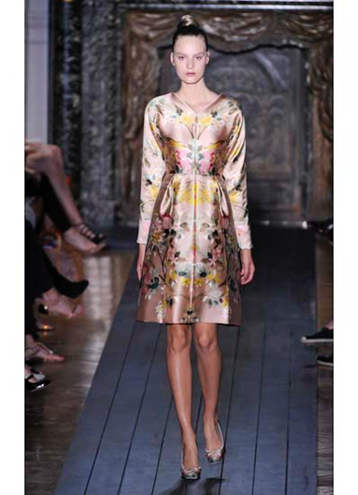 fass-valentino-couture-2012-runway-16-v.jpg