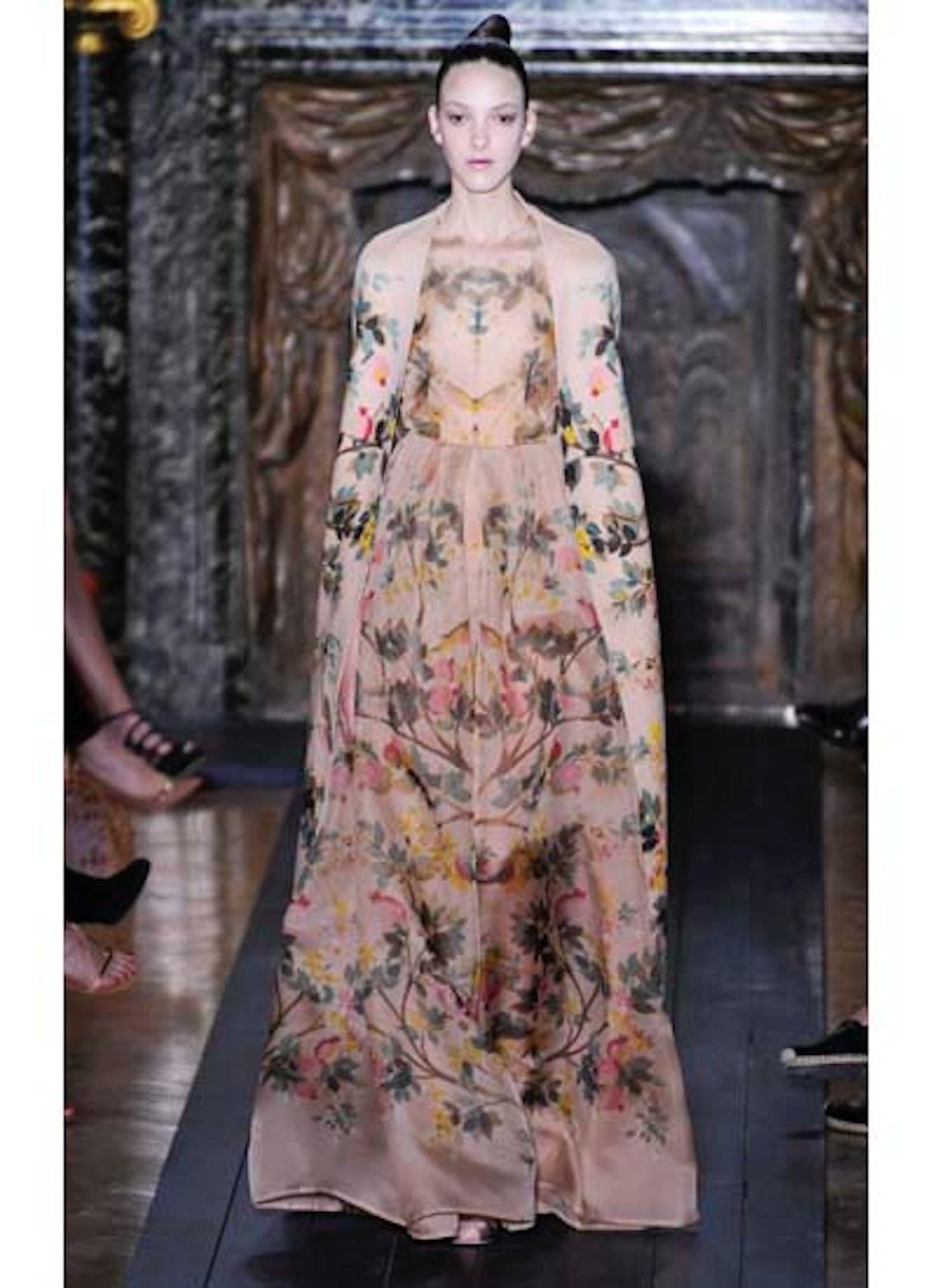 fass-valentino-couture-2012-runway-17-v.jpg