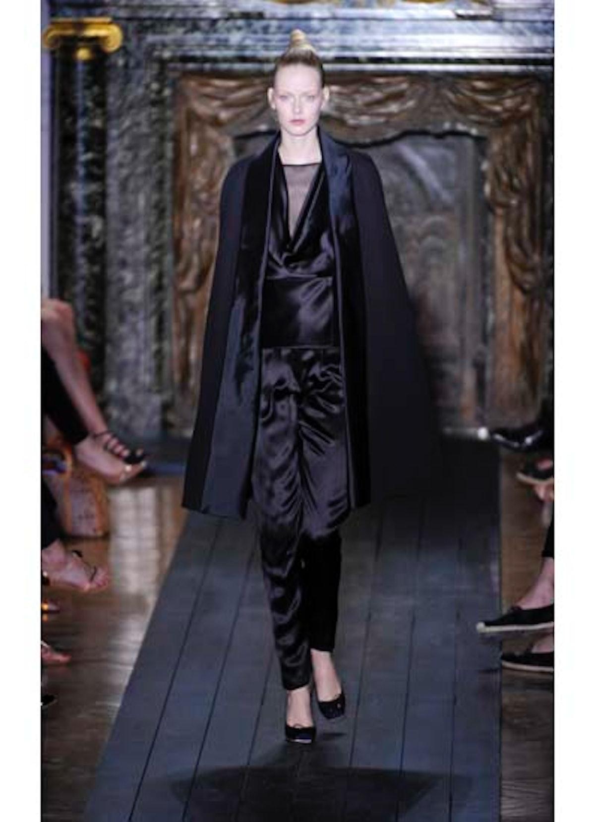 fass-valentino-couture-2012-runway-24-v.jpg
