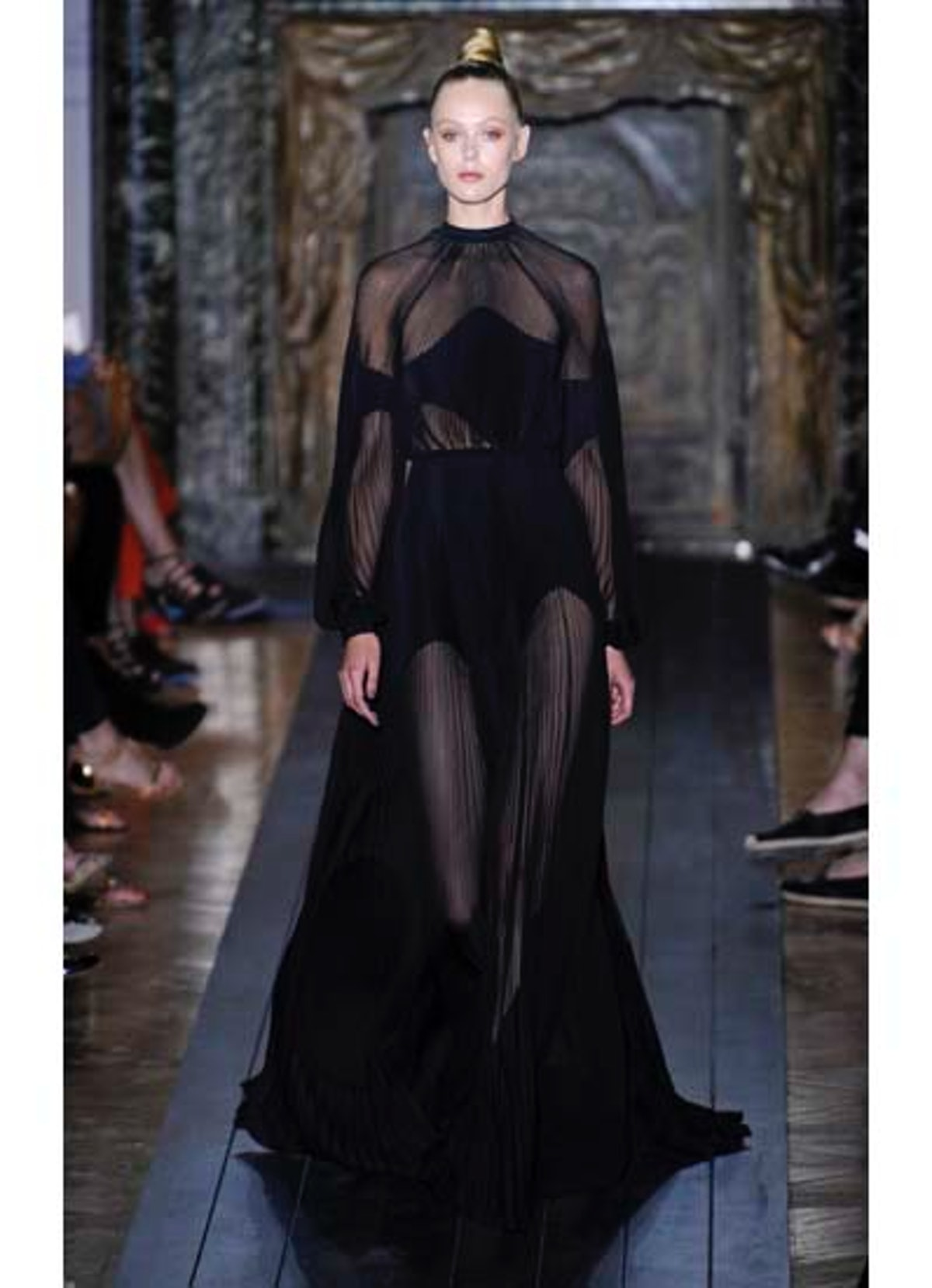 fass-valentino-couture-2012-runway-46-v.jpg
