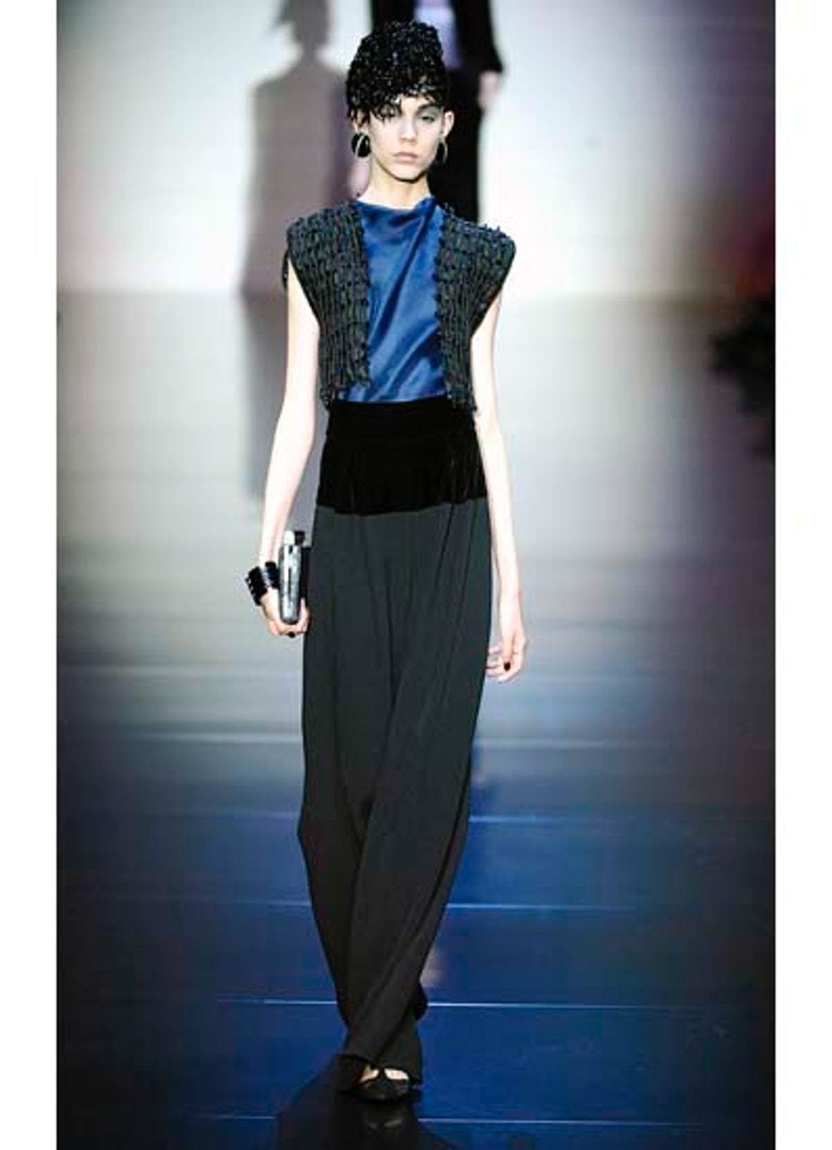 fass-giorgio-armani-couture-2012-runway-29-v.jpg