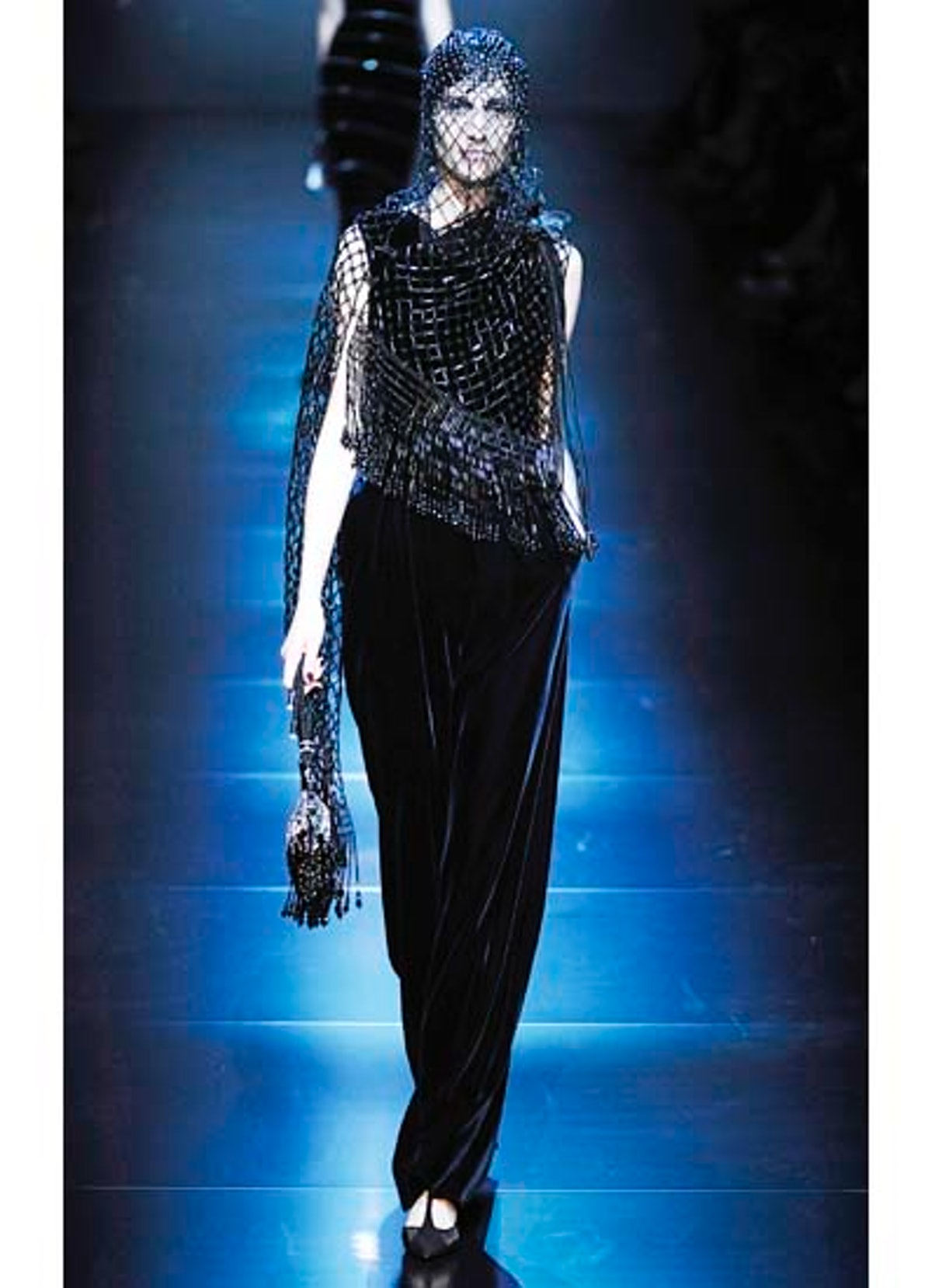 fass-giorgio-armani-couture-2012-runway-43-v.jpg