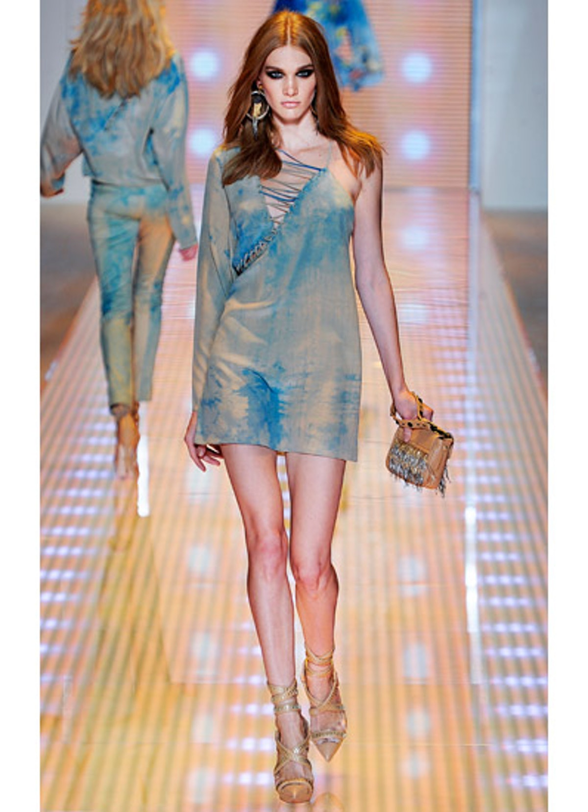 fass-versace-spring-2013-runway-23-v.jpg