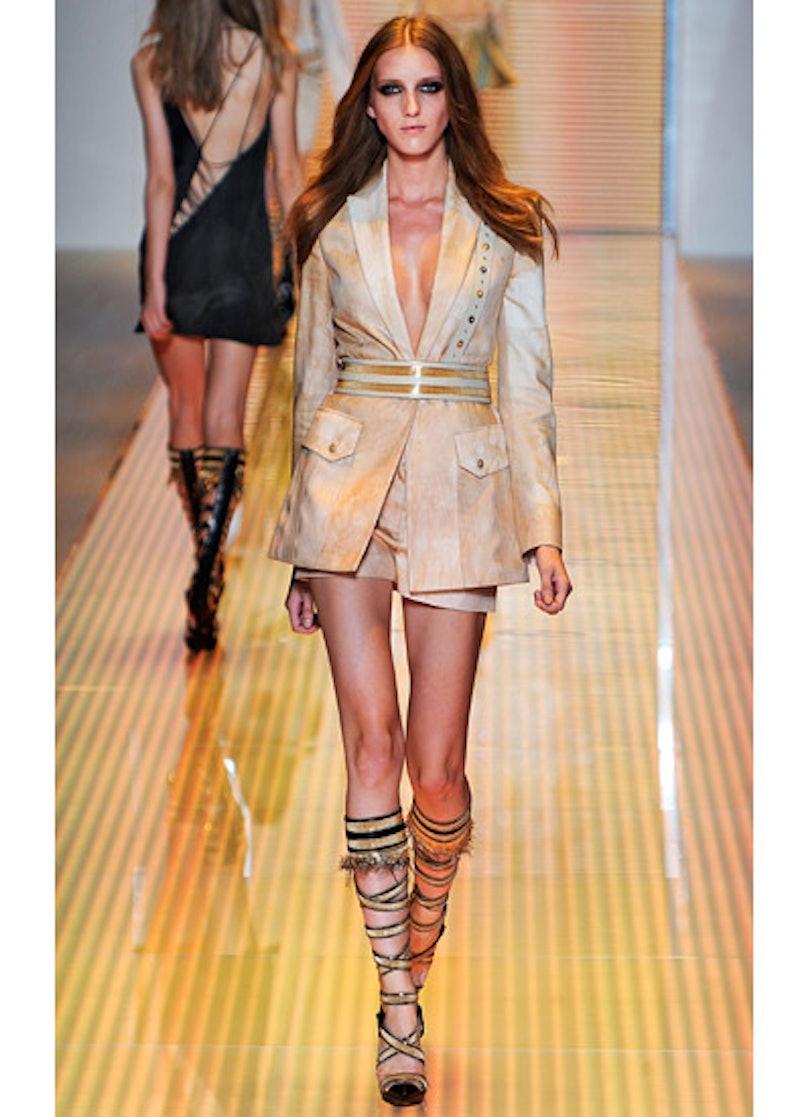 fass-versace-spring-2013-runway-29-v.jpg
