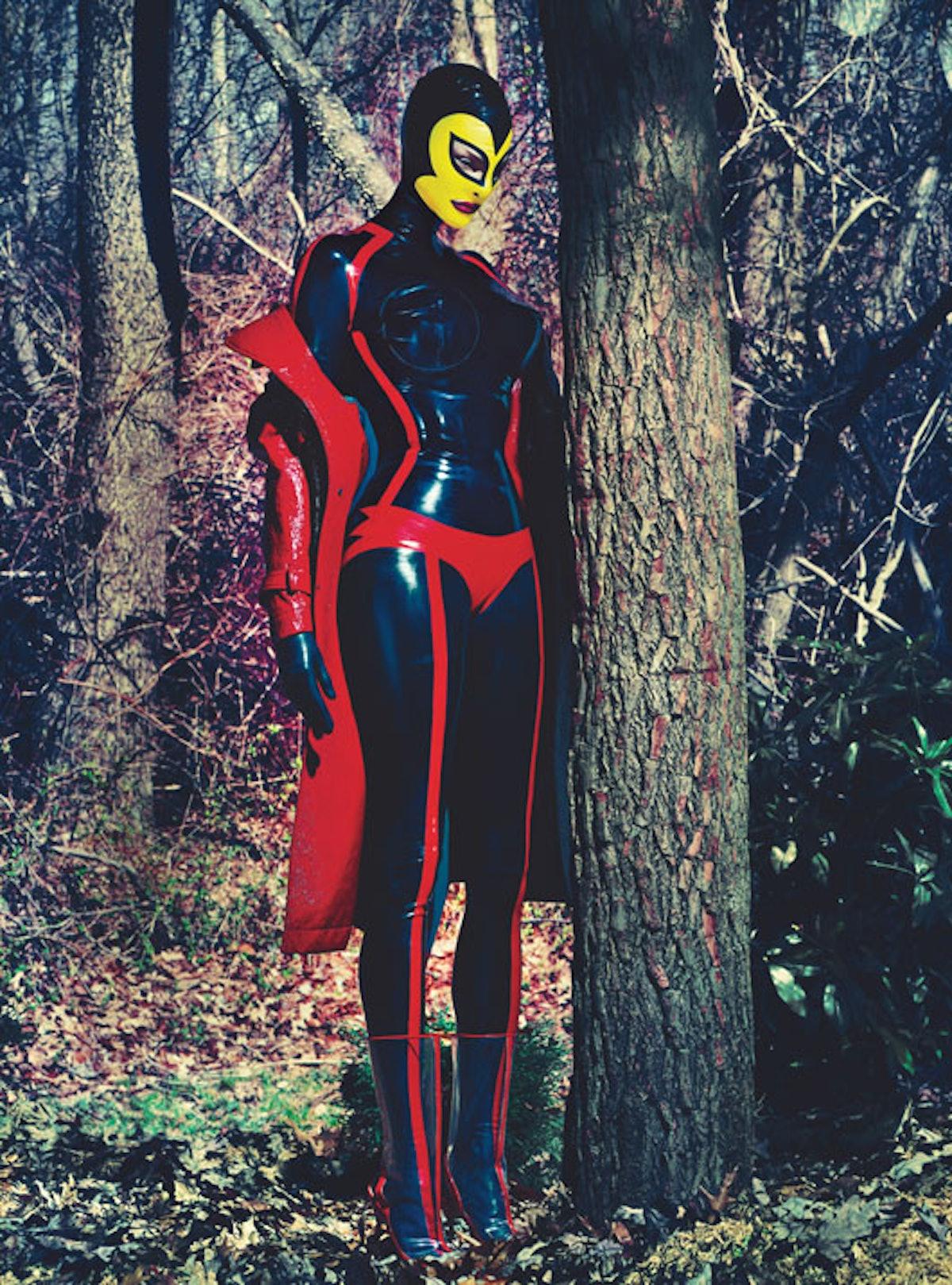 fass-linda-evangelista-steven-klein-superhero-02-l.jpg