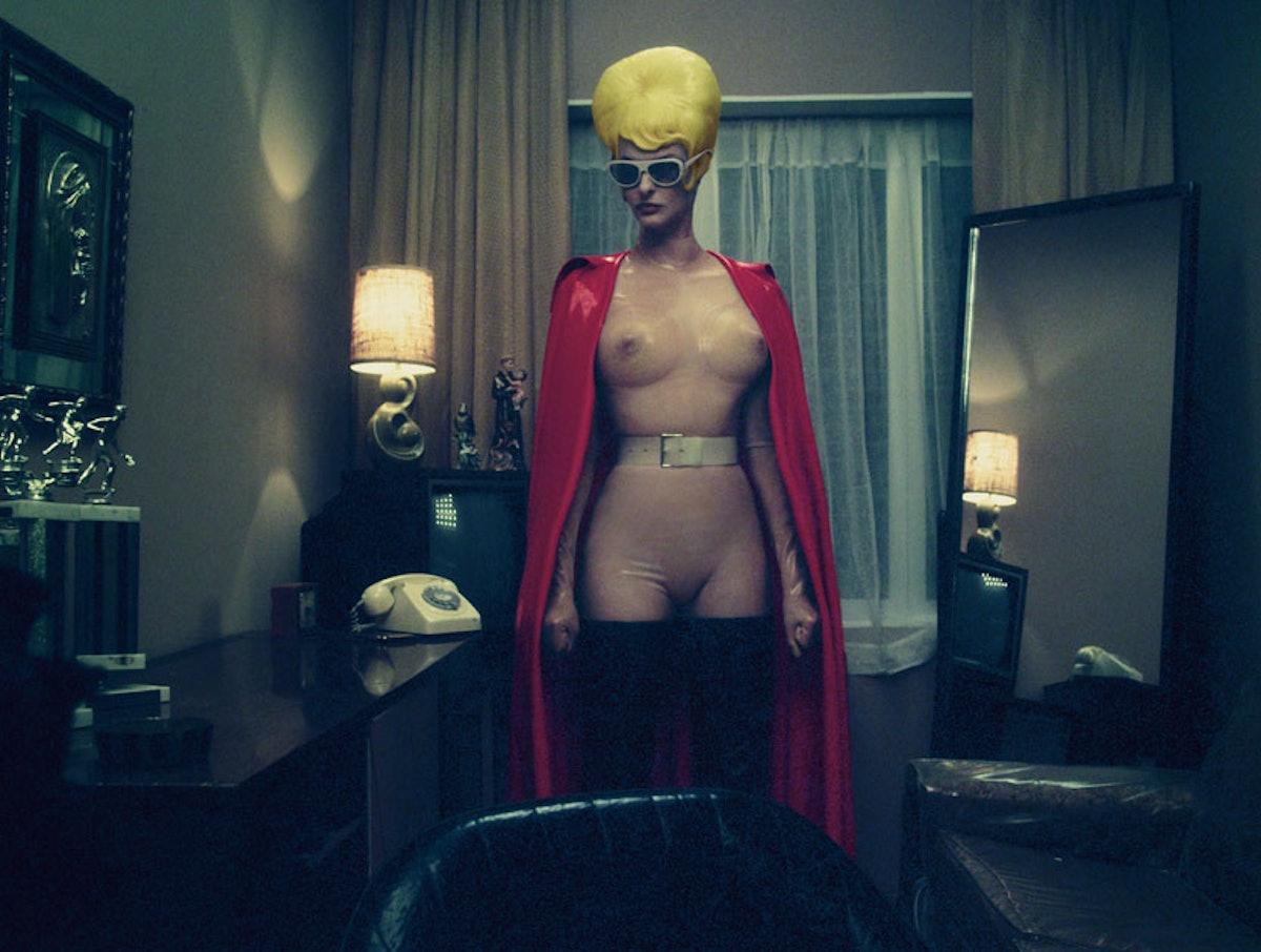 fass-linda-evangelista-steven-klein-superhero-01-l.jpg
