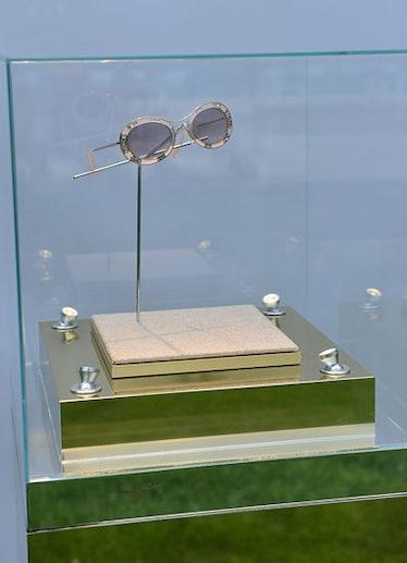 pass-valentino-venice-sunglasses-02-v.jpg