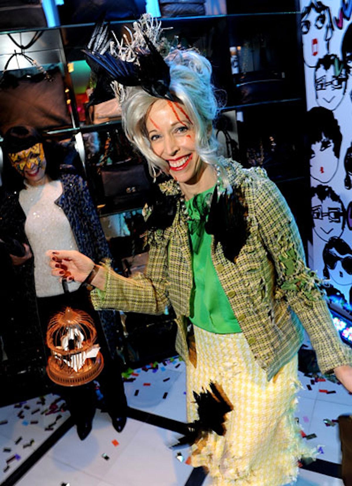 pass-wild-halloween-costumes-04-v.jpg