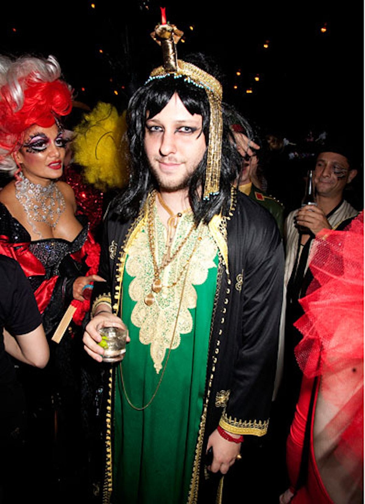 pass-wild-halloween-costumes-10-v.jpg