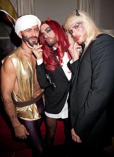 pass-wild-halloween-costumes-21-v.jpg