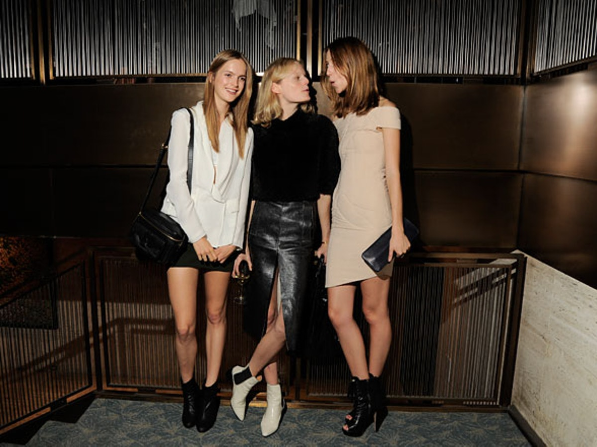 pass-acne-paper-14-party-14-h.jpg