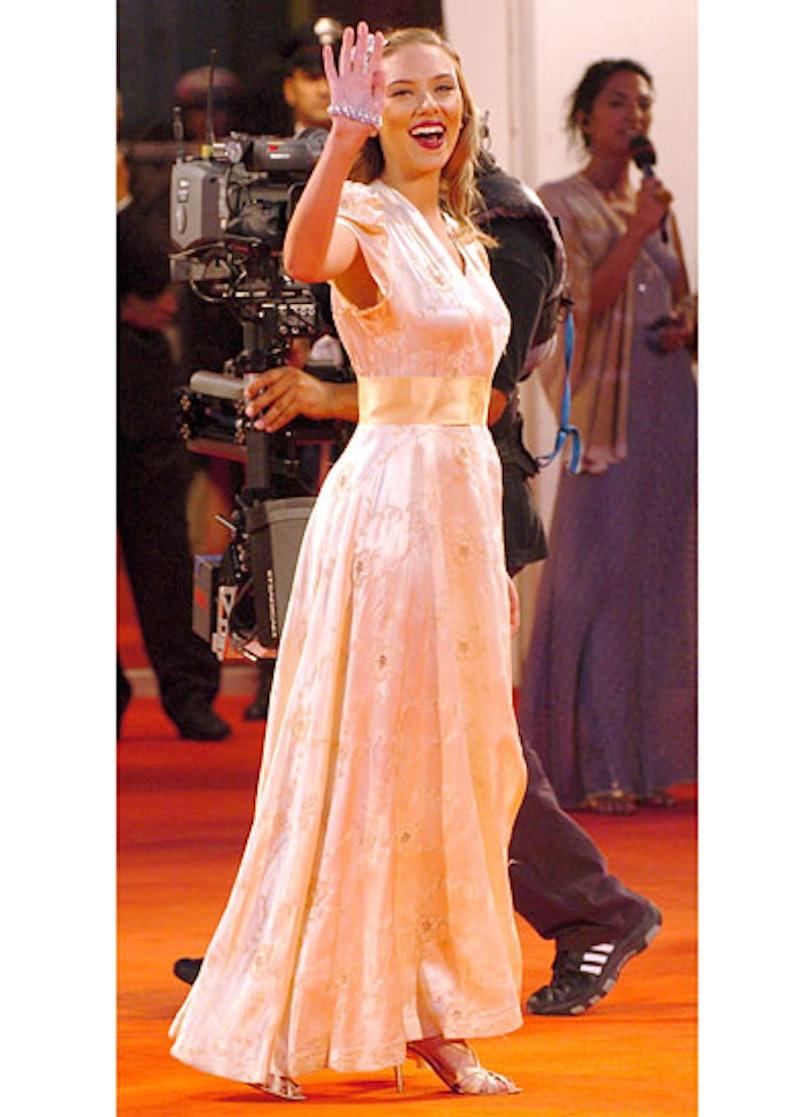 cess-scarlett-johansson-red-carpet-lookbook-14-v.jpg