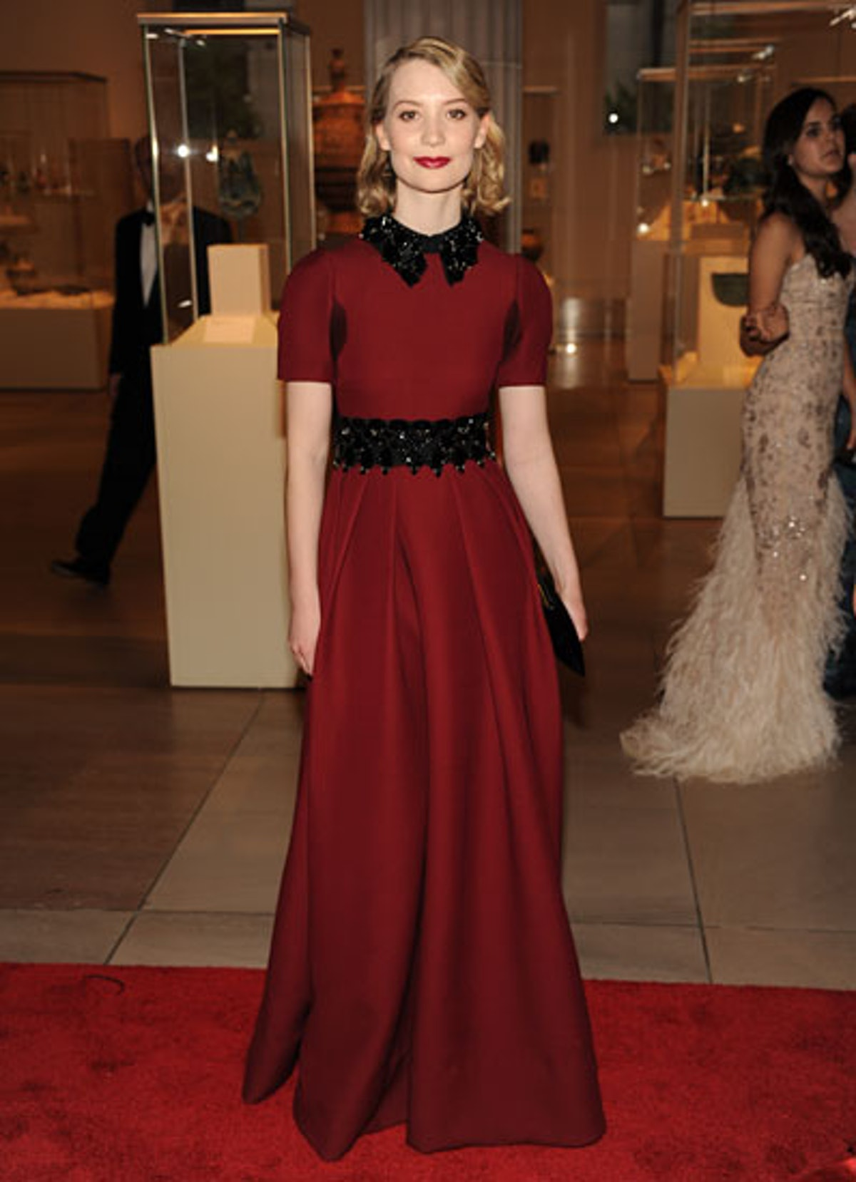 cess-mia-wasikowska-red-carpet-lookbook-09-v.jpg