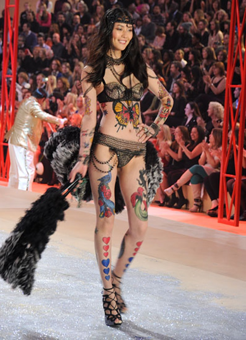 fass-victorias-secret-fashion-show-14-v.jpg