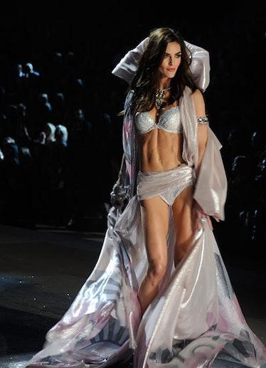 fass-victorias-secret-fashion-show-22-v.jpg