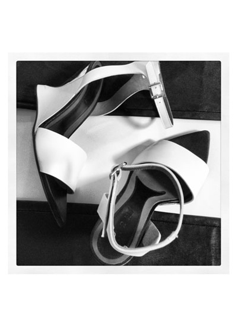 acss-black-and-white-accessories-04-v.jpg