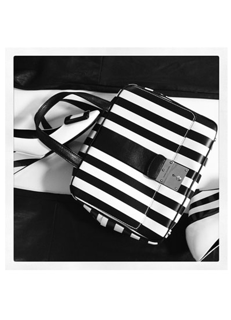 acss-black-and-white-accessories-06-v.jpg