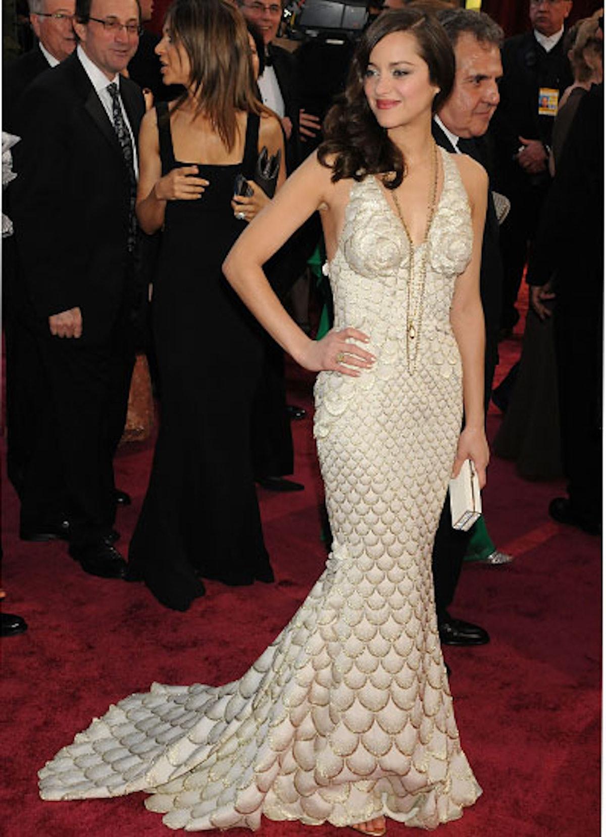 cess-marion-cotillard-best-red-carpet-looks-03-v.jpg