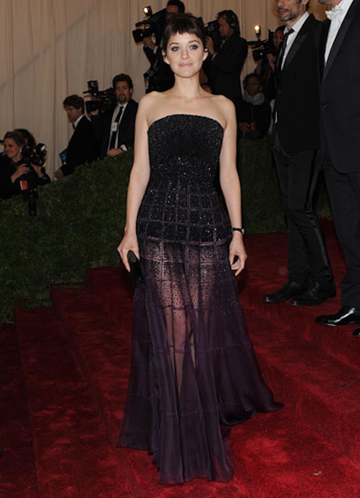 cess-marion-cotillard-best-red-carpet-looks-15-v.jpg