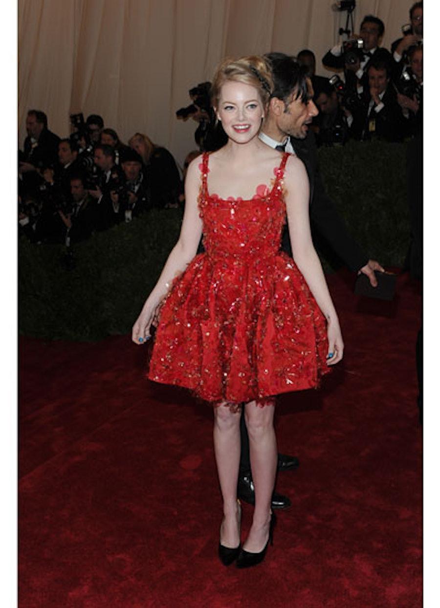 cess-emma-stone-best-red-carpet-looks-09-v.jpg