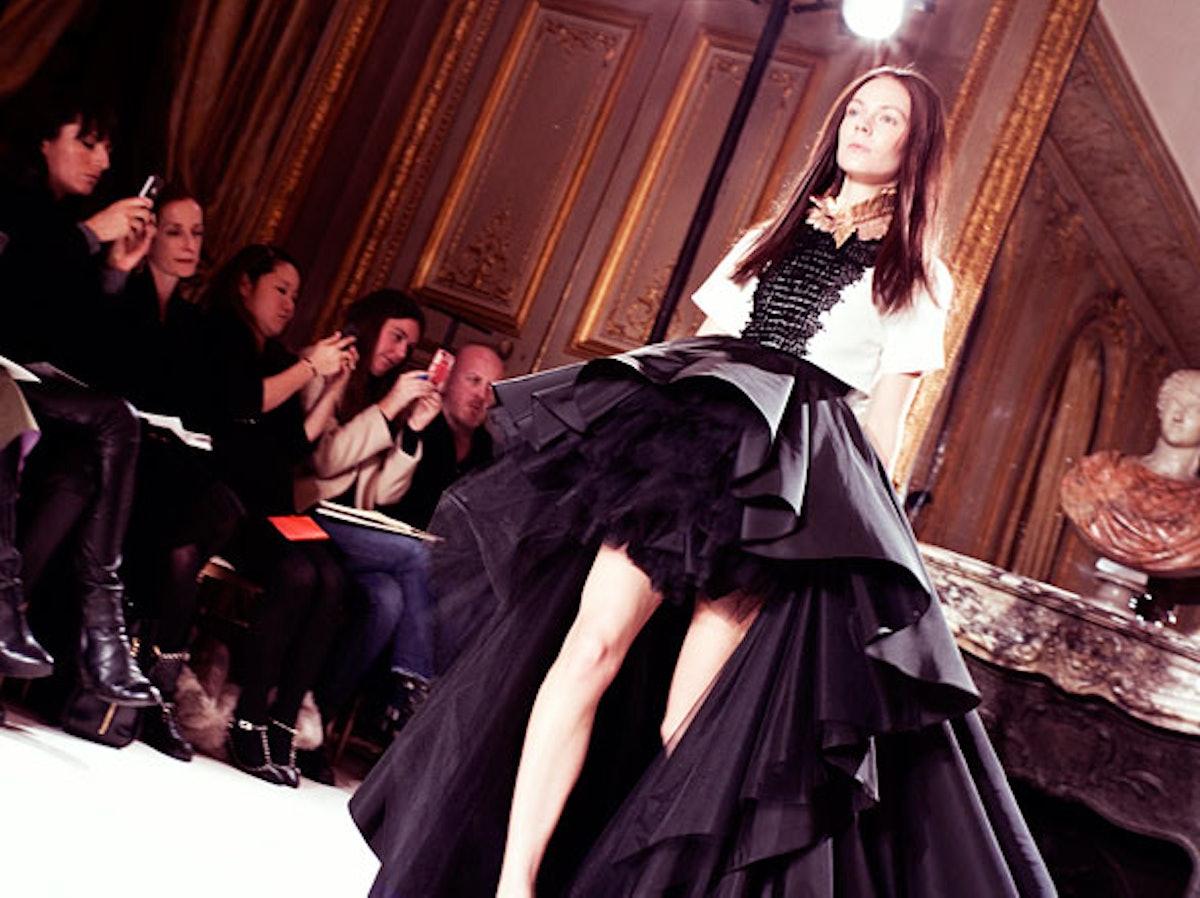 fass-giambattista-valli-spring-2013-couture-backstage-06-h.jpg