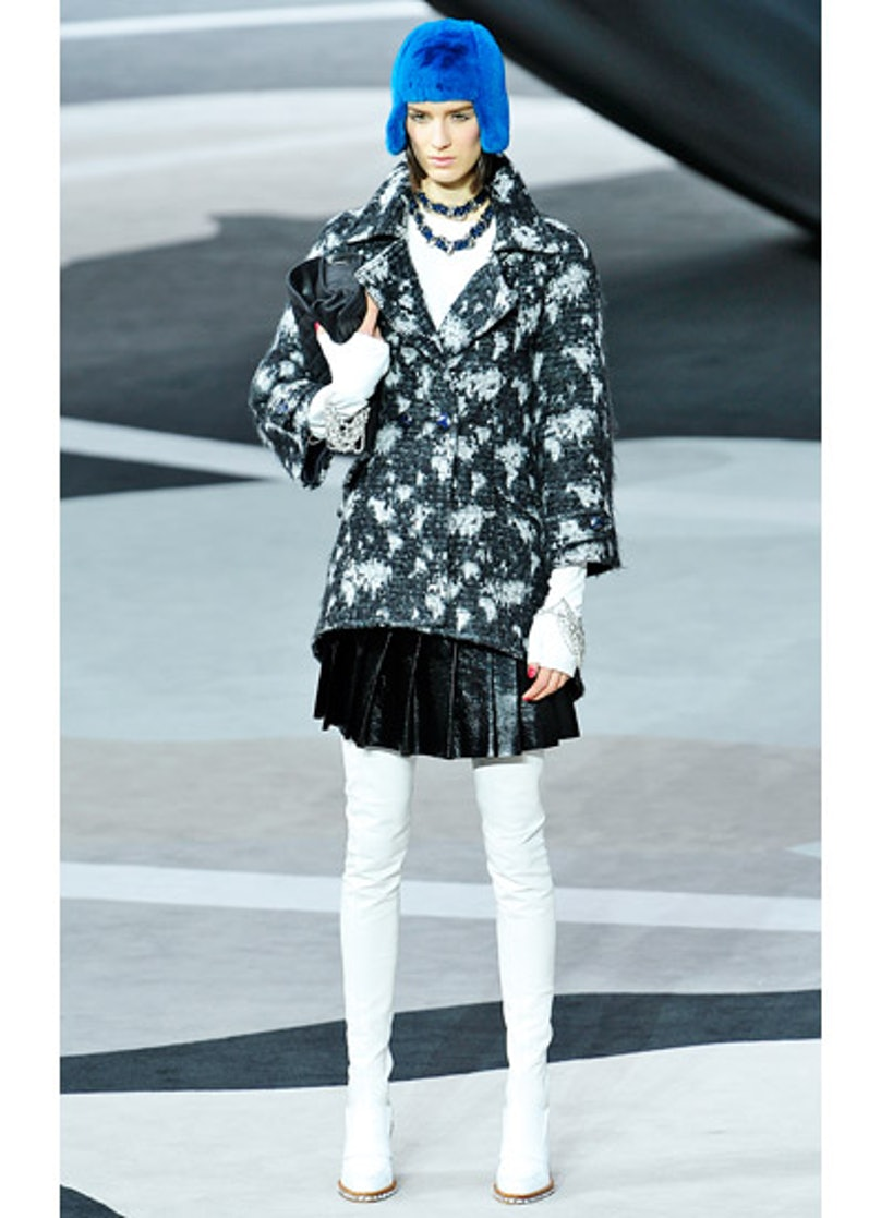 fass-chanel-fall-2013-runway-04-v.jpg