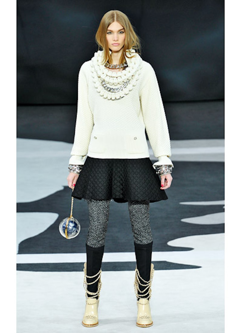 fass-chanel-fall-2013-runway-49-v.jpg