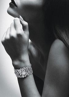 acss-claudias-jewelry-box-01-v.jpg