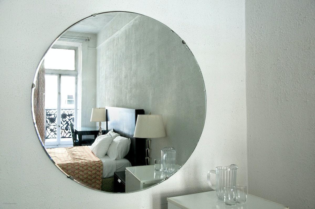 arar-chelsea-hotel_Room123