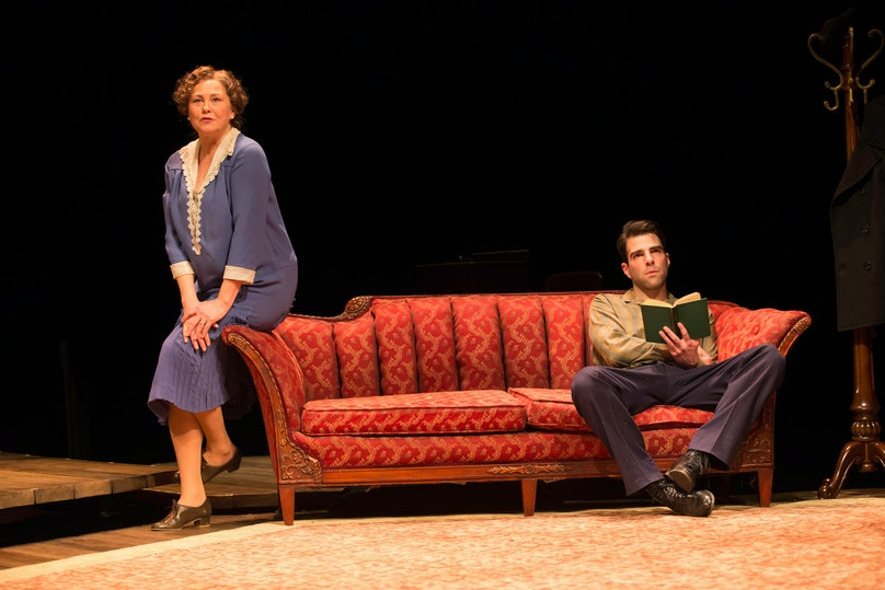 zachary-quinto-the-glass-menagerie-stage-02