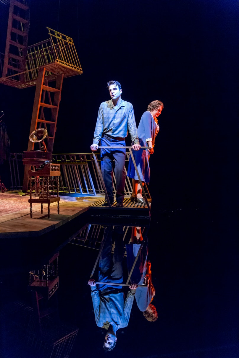 zachary-quinto-the-glass-menagerie-stage-03