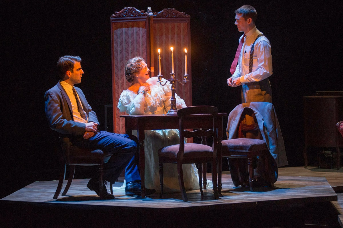 zachary-quinto-the-glass-menagerie-stage-06