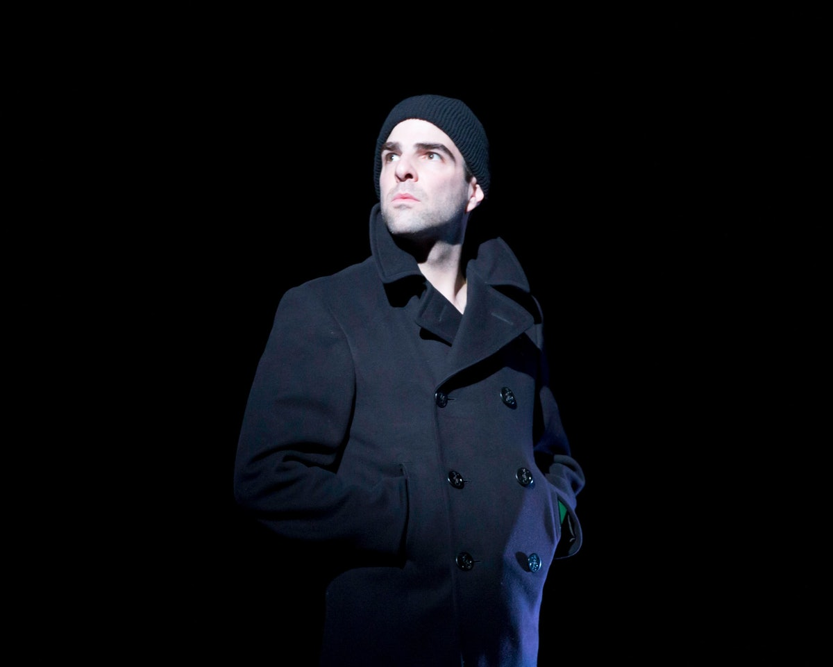 zachary-quinto-the-glass-menagerie-stage-portrait